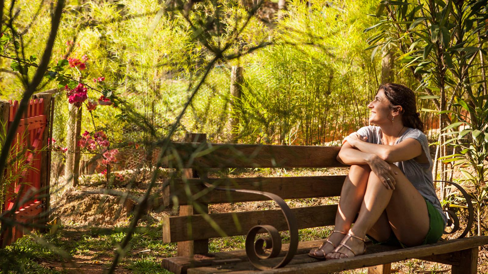 mulher olhando para paisagem no Ponto de Luz